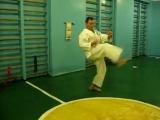 Улучшаем удар ногой Мае-гери на резинках - Improving kick Mae-geri with rubber bands in karate