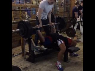 """I Love Powerlifting on Instagram: """"Андрей Сапожонков жмет лёжа без экипировки 165 кг на 10 повторений. Собственный вес не превышает отметку 83 кг"""""""