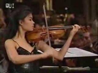 Vanessa-Mae plays Toccata Fugue