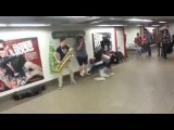 Парни жгут техно на духовых и барабанах super techno brass
