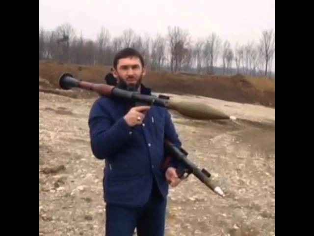 Даудов (LORD) показывает навыки стрельбы из двух гранатометов одновременно.