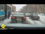 Приколы на дорогах с девушками, женские ДТП, аварии 2013