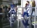 прикол футбол в аэропорту!!