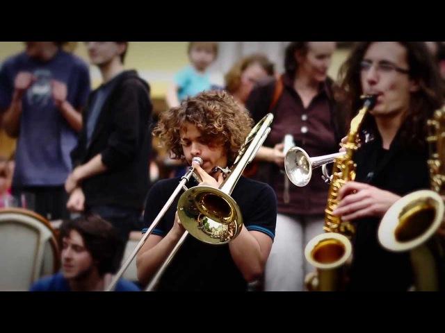 Flashmob symphonique Beatles de lassociation Alumni Poulenc (Tours, France)