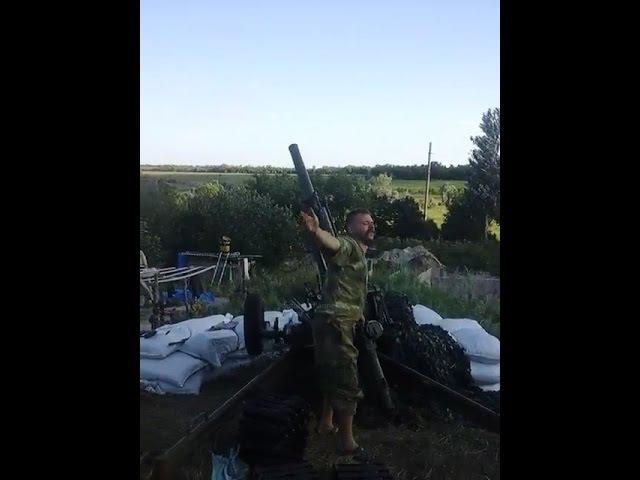 Бойцы ВСУ поздравляют своего командира! Работает 82 мм автоматический миномет 2Б9