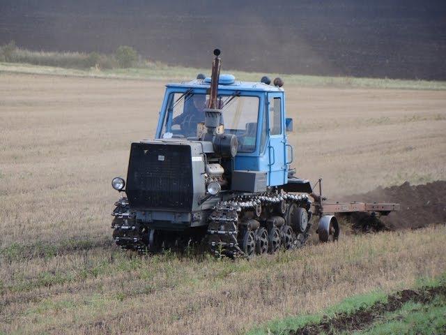HTZ T-150 plowing Трактор T-150 с плугом