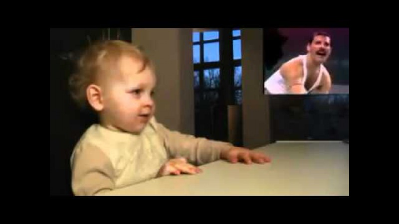Freddie Mercury Impresionando a un bebe