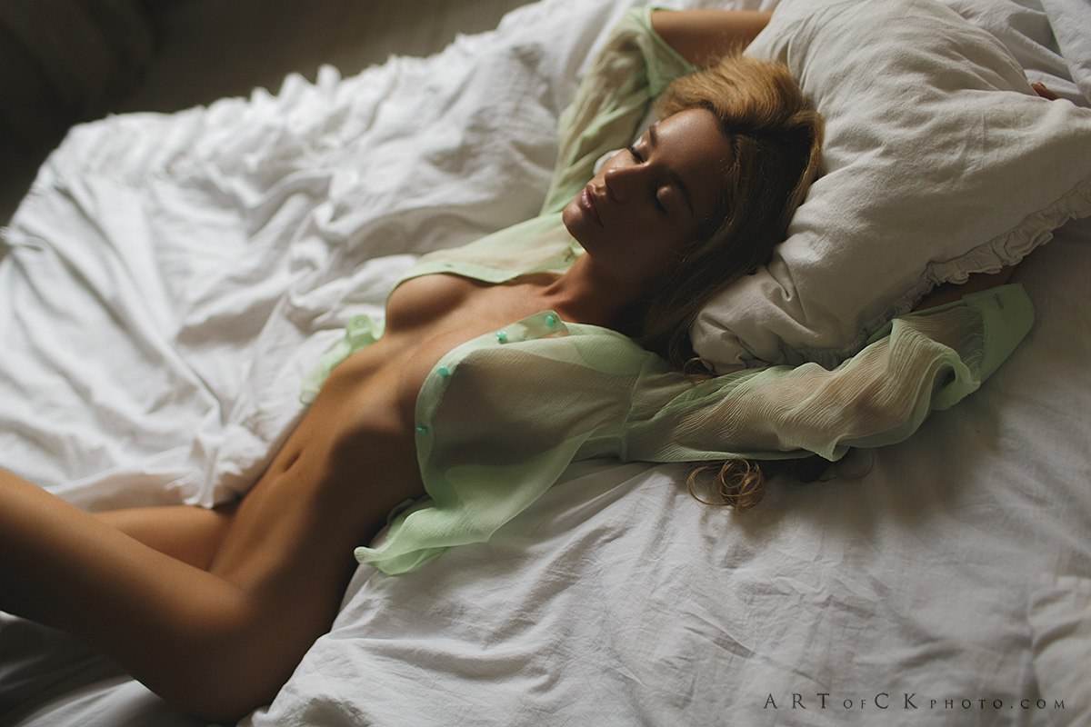 Фото эро спящих баб 12 фотография