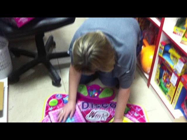 Проверка игрушки в Магазине игрушек Продавец заигралась можно сказать просто вошла в Азарт