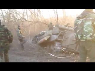Донбасс.10 марта,2015.На Донбассе ВСУ на БМП вылетели в кювет избегая столкновения с автомобилем.