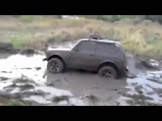Serious Off road Lada Niva 4x4 Mud Bogging
