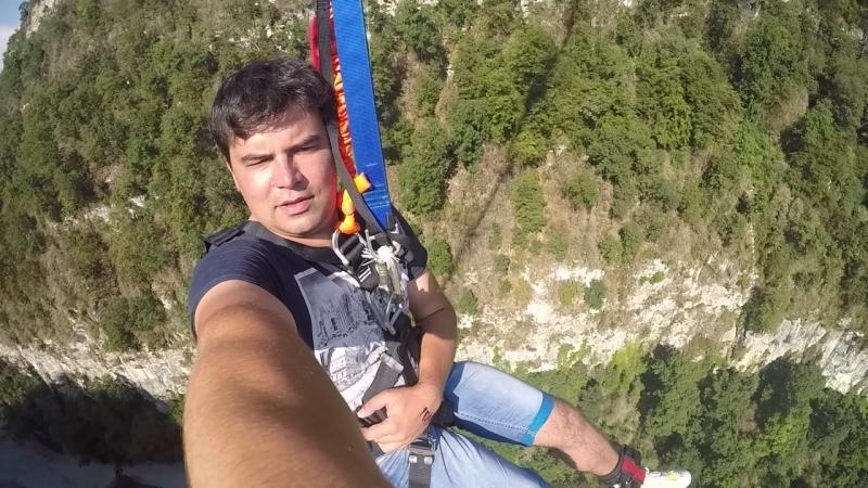 Семен прыгает банжи 207 метров в Скай парке г. Сочи (2015)