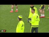 Забавный момент с участием Роналду и Варана на тренировке
