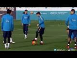 Месси прокинул мяч между ног Адриано  - Messi nutmegs Adriano