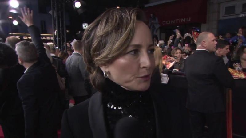Интервью Нины Джейкобсон на премьере СП2 9 ноября Париж