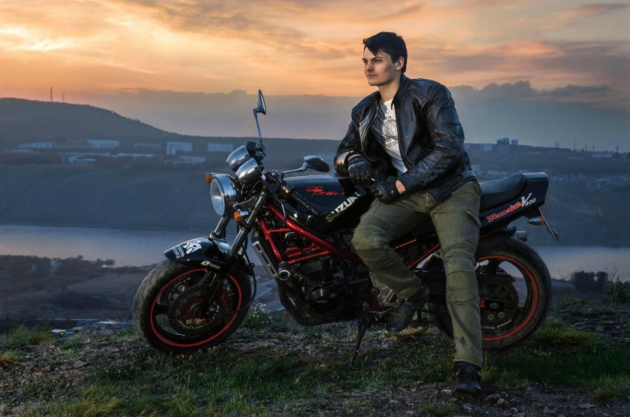 собака парень на мотоцикле фото с высоким разрешением ведь это