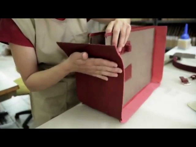 Production of handmade leather bag