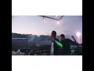 """Blasterjaxx on Instagram: """"Always nice to play a show in our home country! #Holland #GITM Track: Ghost in the Machine - out soon on @spinninrecords Video by…"""""""