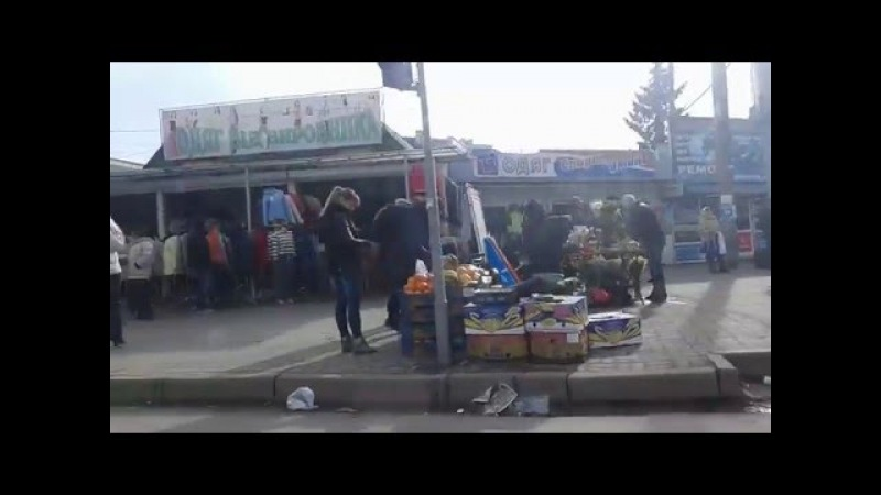 Міліцейський «наглядач» за центральним ринком Тернополя втік від люстрації… у декрет, а бардак залишився
