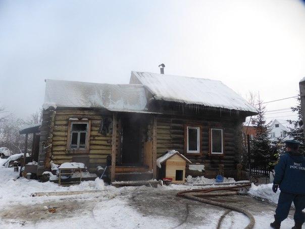 Пожарные вытащили из горящего дома жителя Нижнекамского района, ранившего ножом друга