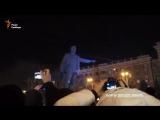 Звонок в полицию Днепра, когда сносили памятник Петровскому