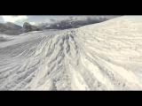 Опасный скоростной спуск на горных лыжах