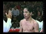 Серик Ешмагамбетов (Казахстан) отправляет в нокдаун М. Пакьяо.