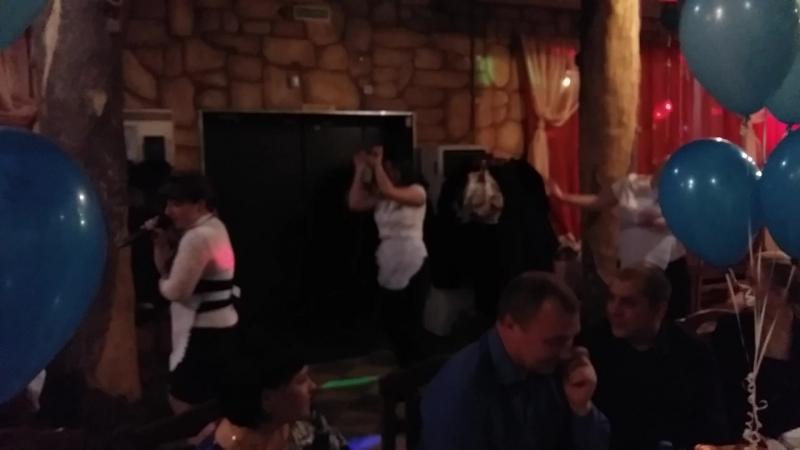 Наши официанты зажигают!