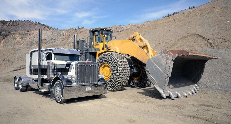 два очень крутых грузовика в США