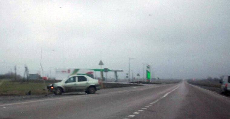 На трассе «Ростов-Таганрог» столкнулись Mazda и Renault Logan