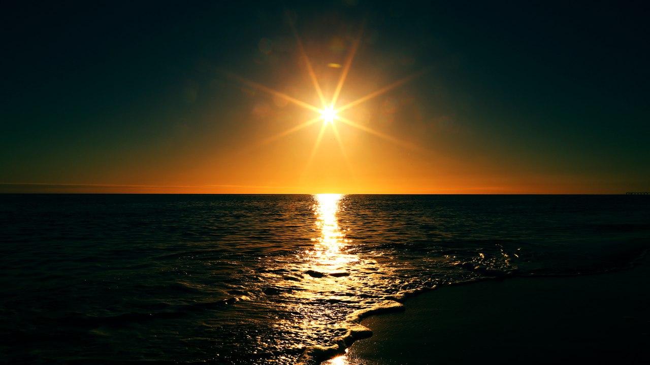 Отражение заката в приливных волнах