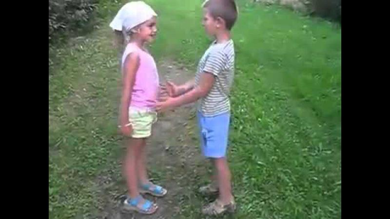пытается молодой подрочить мальчик