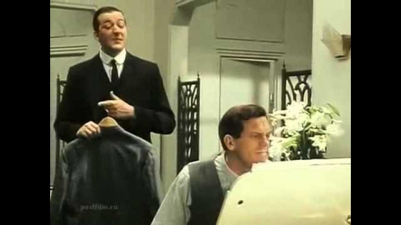 Хью Лори исполняет песню Puttin' on the Ritz в сериале Jeeves and Wooster