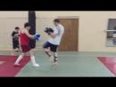 Отработки ударных комбинаций с партнером и удар колено против борцовского прохода в ноги © Московский спортивный клуб Боец