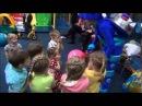 Ксюша в развлекательном центре г Артема играет танцует с Ноликом Фиксики Часть 2