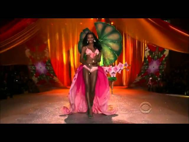 Rihanna Phresh Out The Runway Victoria's Secret Fashion Show 2012 FULL HD