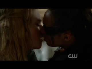 CW The 100 S02E14 Lesbian Kiss Scene