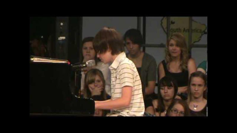 Greyson Chance Singing Paparazzi