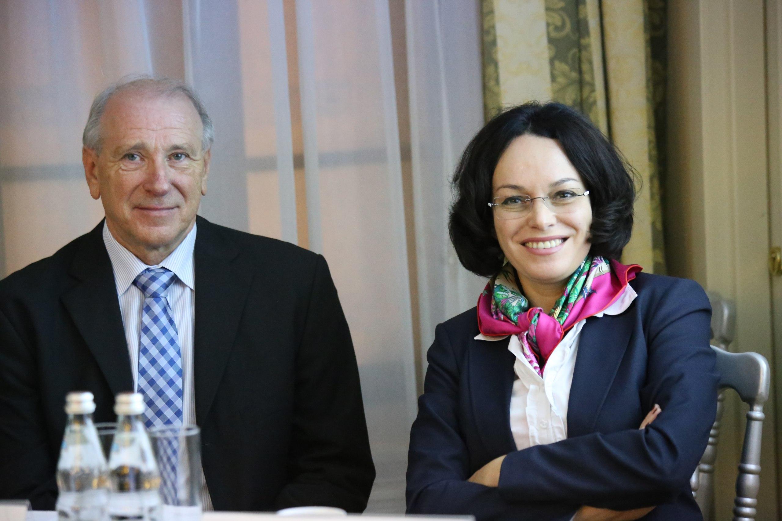Эрика Эскина (проф., д.м.н.) и Герхард Штендер (бизнес-консультант клиники «Сфера», Gerhard Stenger)