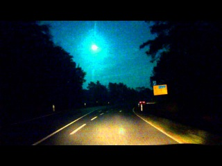 Halloween Asteroid Real Stream, Picture near Berlin 2015... or a UFO ?? :)