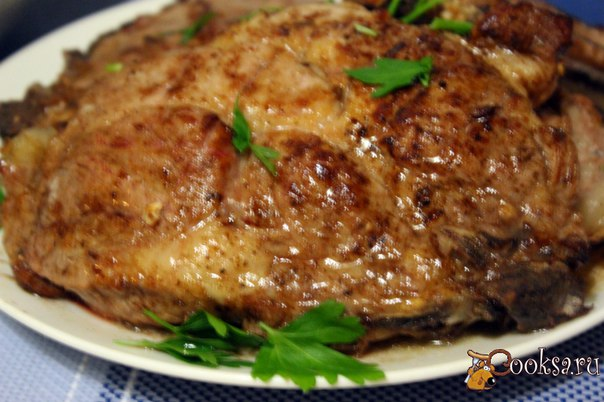 """Пряные свиные """"стейки"""" Для праздничного домашнего застолья или просто в выходной день, можно приготовить к ужину или обеду вкусное и ароматное блюдо - пряные свиные """"стейки"""". Мясо получается сочным, с приятным островато-сладким вкусом и ароматом пряностей."""