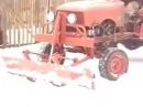 Самодельный трактор на уборке снега