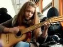 девушка круто поет zaz je veux под гитару в электричке