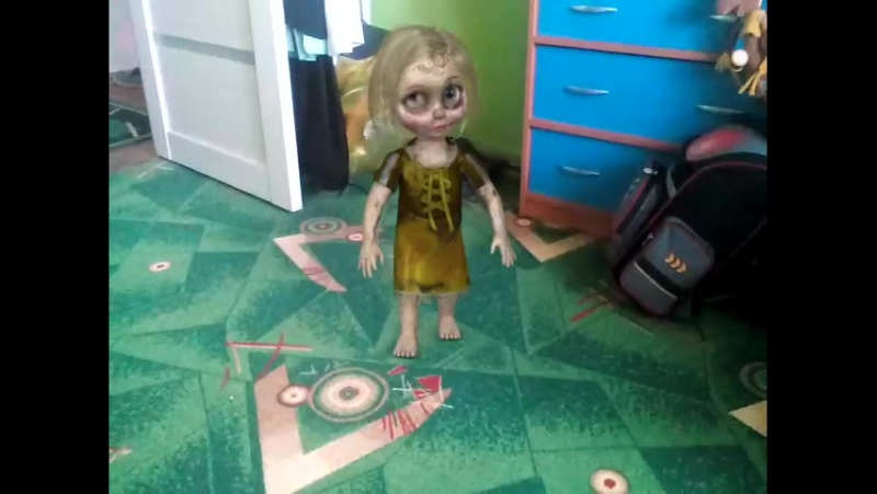 у нас дом с проклятой куклой