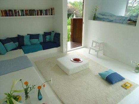 Маленький минималистичный загородный дом