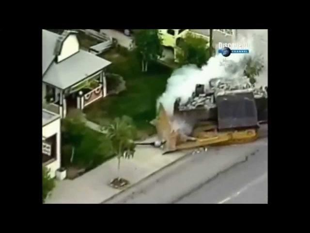 «День бульдозериста.Чиновники в ахуи! Бронированный бульдозер разрушил в США целый город.