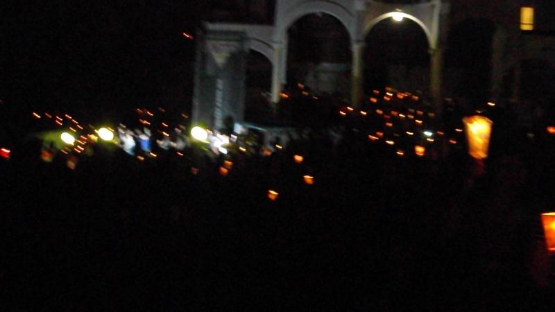 похід з свічками)