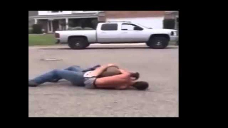 34 Year Old Man Gets Choked out By A 17 Year Old Kid