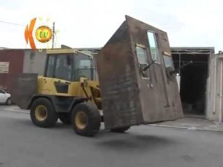 Kurdish Peshmerga built Mad Max style armors to fight ISIS (English)