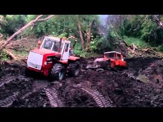 Т-150К вытаскивает из грязи друга ДТ-75
